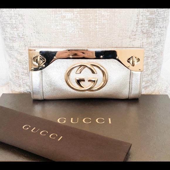 35e4e16b223 Gucci Handbags - Gucci Silver Gold Metallic Leather Britt Clutch